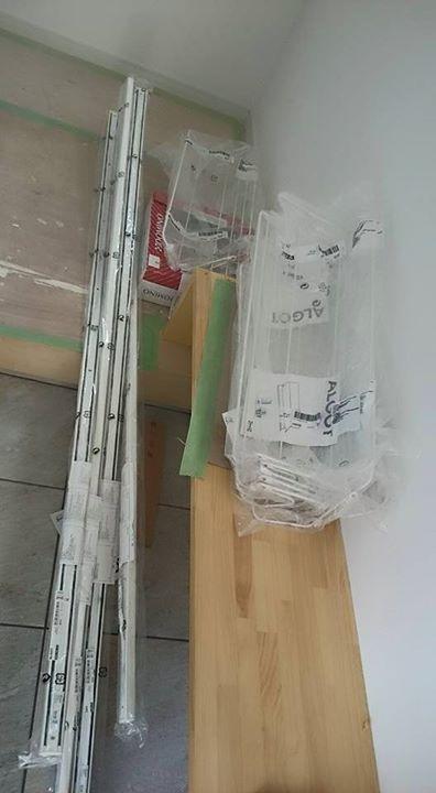 本日会社にシューズクロークに使う資材が届きましたので、早速夕方から作業開始♪