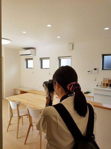 先週のオープンハウスの際に『ハウジングKomachi』さんがブログ用に取材させて下さい!と、突然訪問して来てくださいました♪